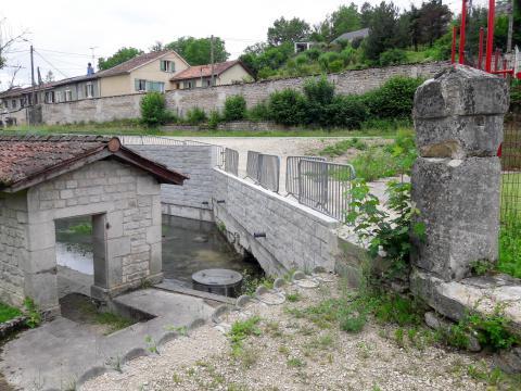 CBS Beton keerwanden met motief Pommern Frankrijk 1