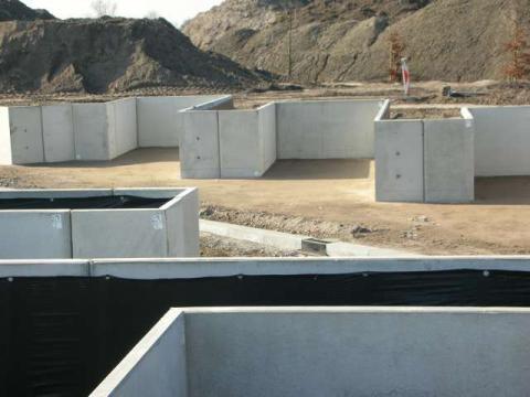 keerwanden in beton op containerpark