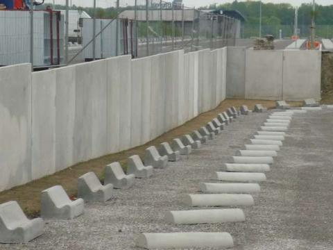 betonstukken parking