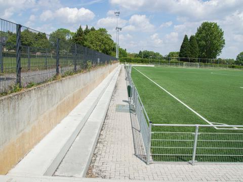 Sportinfrabouw Anderlecht zitbanken beton CBS 1