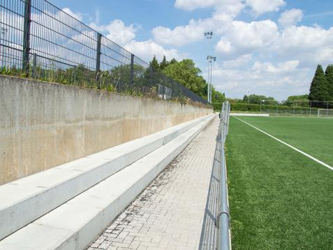 Sportinfrabouw Anderlecht bancs beton CBS 4