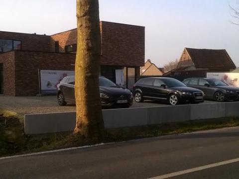 L-wanden voor aanleg parking aan privéwoning